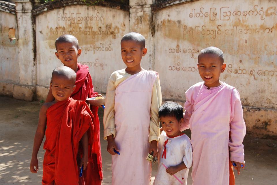 Five Happy Kids.Asia.
