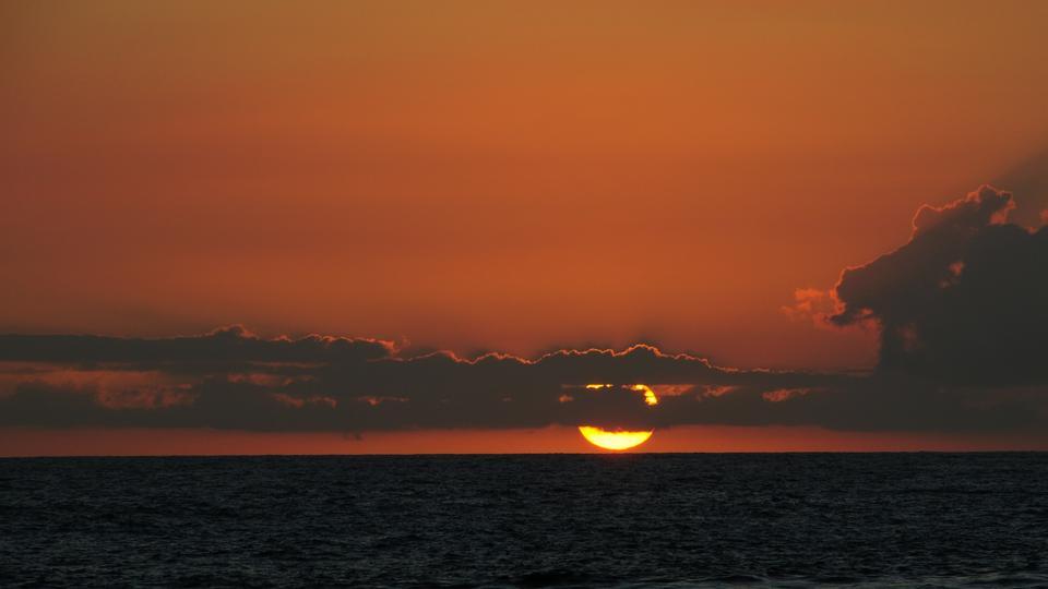 カララウビーチ日没カウアイ島