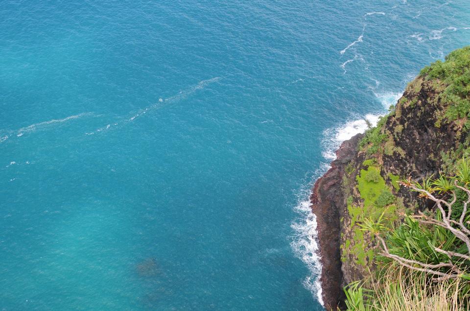 在夏威夷的卡拉劳步道Hanakapi'ai海滩