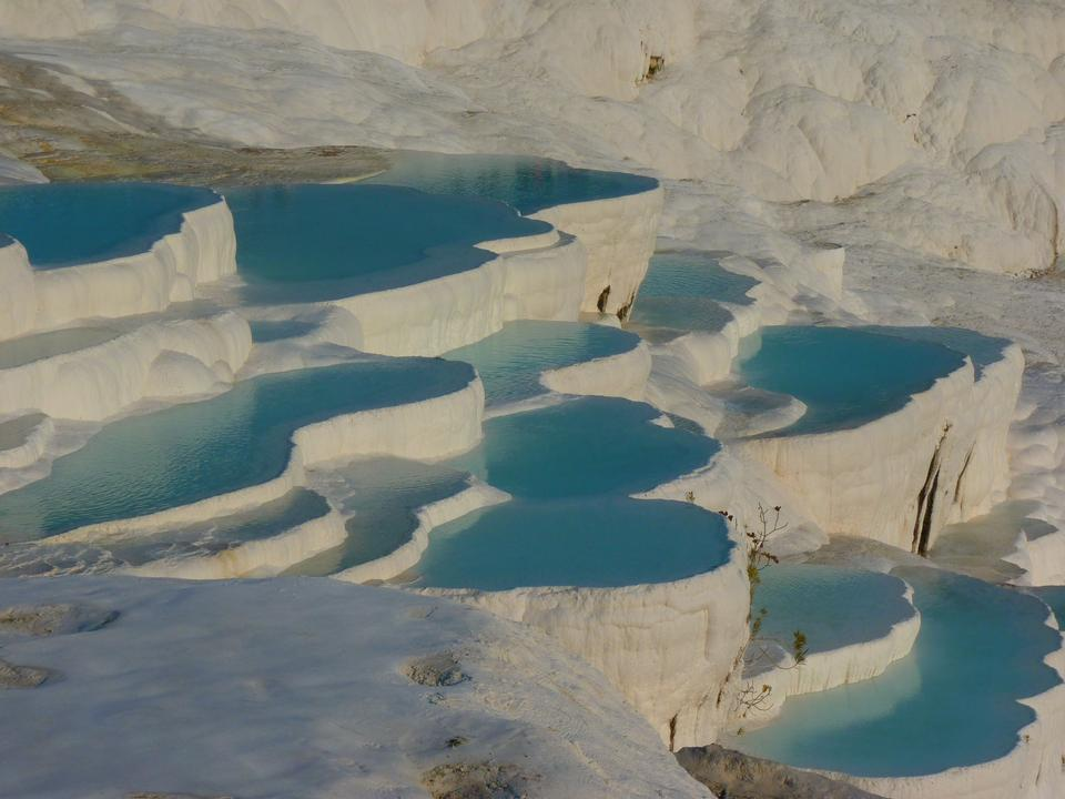 dell'acqua vasche di travertino turchese a Pamukkale