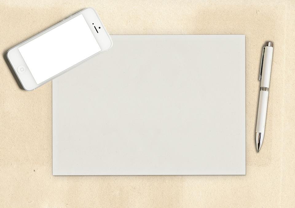 打开记事本笔纸和智能手机