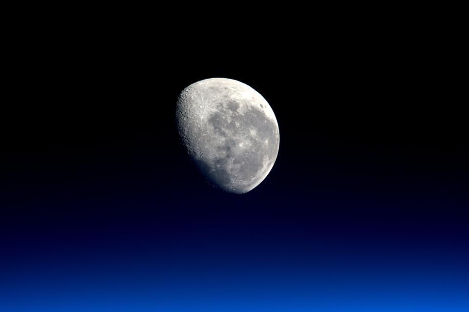 Von der Internationalen Raumstation MOONSET gesehen