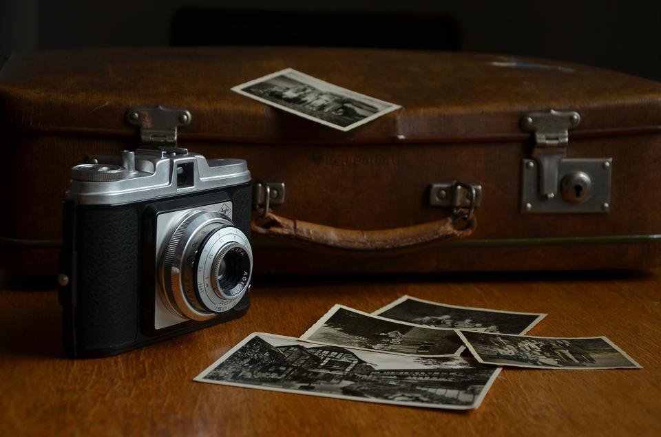 カメラマンデスク。写真家の職場。カメラマンスクラップブック