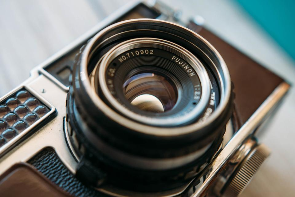 一个非常古老的照相机镜头的细节