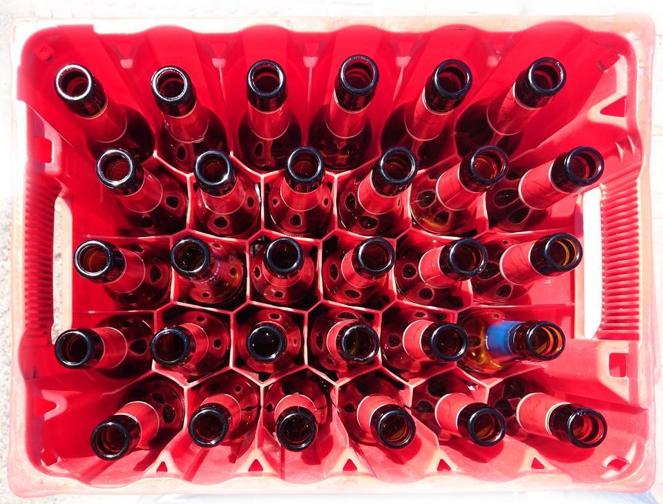 ボックス内の多くのボトル