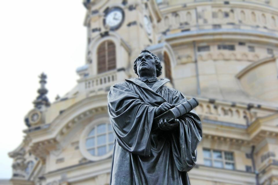 Martin Luther statue at the Dresden Frauenkirche, Church