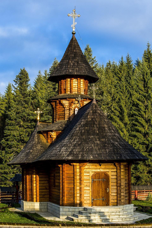 이런 버진 수도원 - Lesje, 세르비아