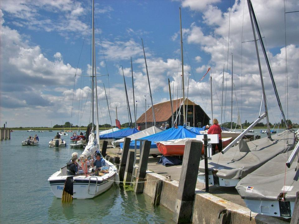 博山姆码头在高潮与渡船