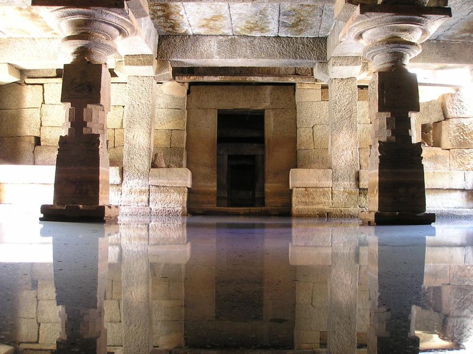 印度庙水镜像反射