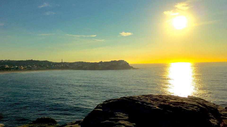 ボンダイビーチ、シドニー、オーストラリアでの美しい夕日
