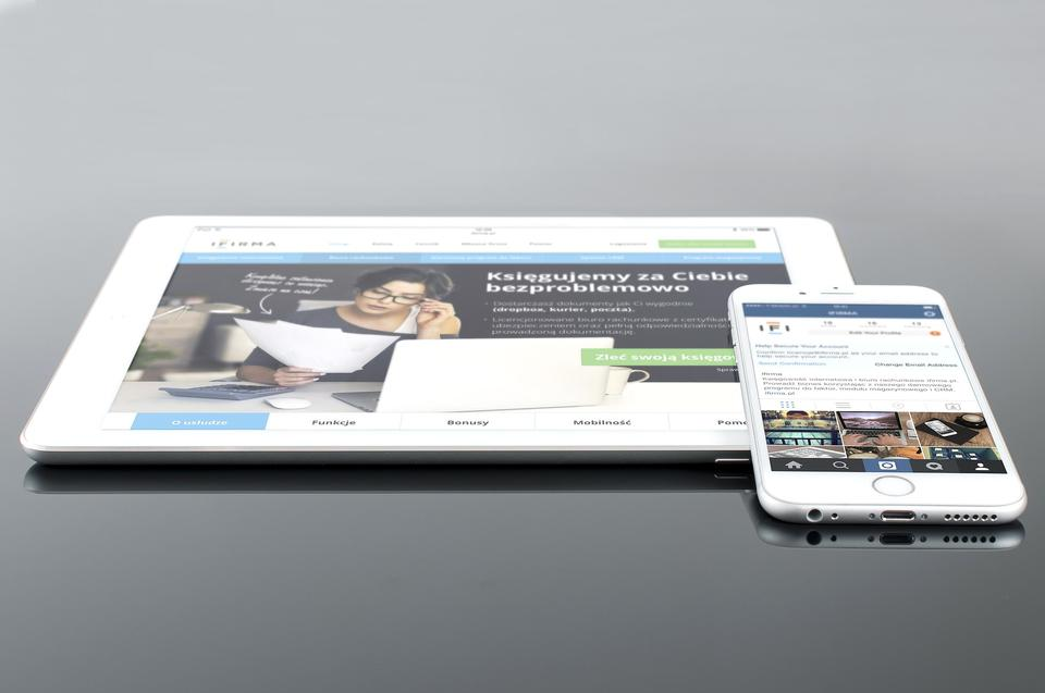 Responsive web design on mobile devices phone and tablet pc