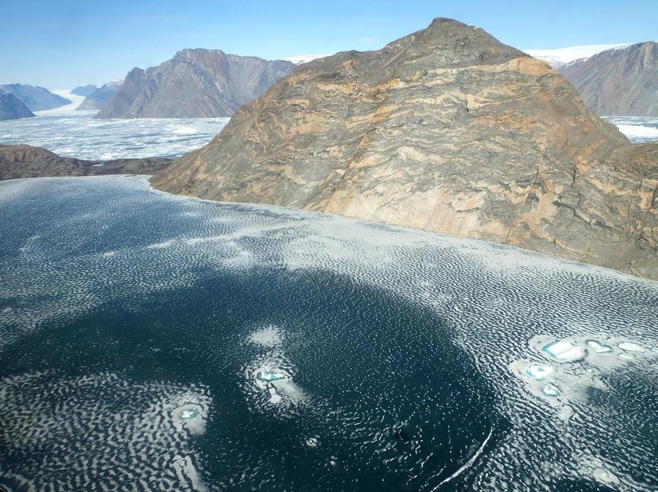 峽灣和冰川東格陵蘭島中部