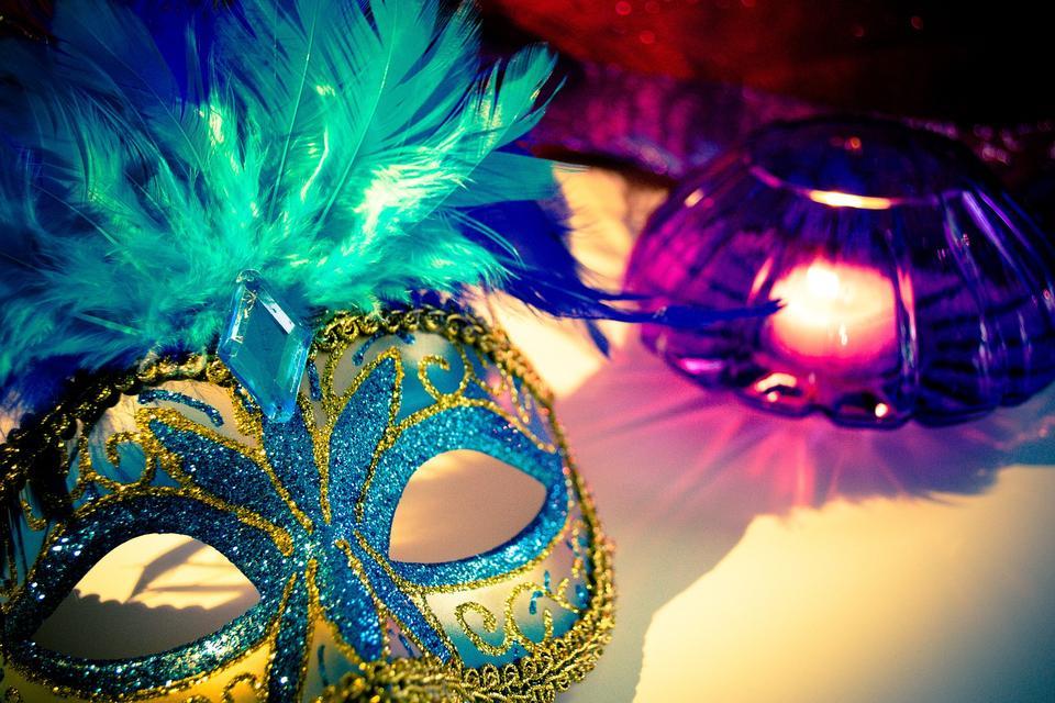 Máscara veneciana del carnaval en Venecia durante carnaval, Italia,