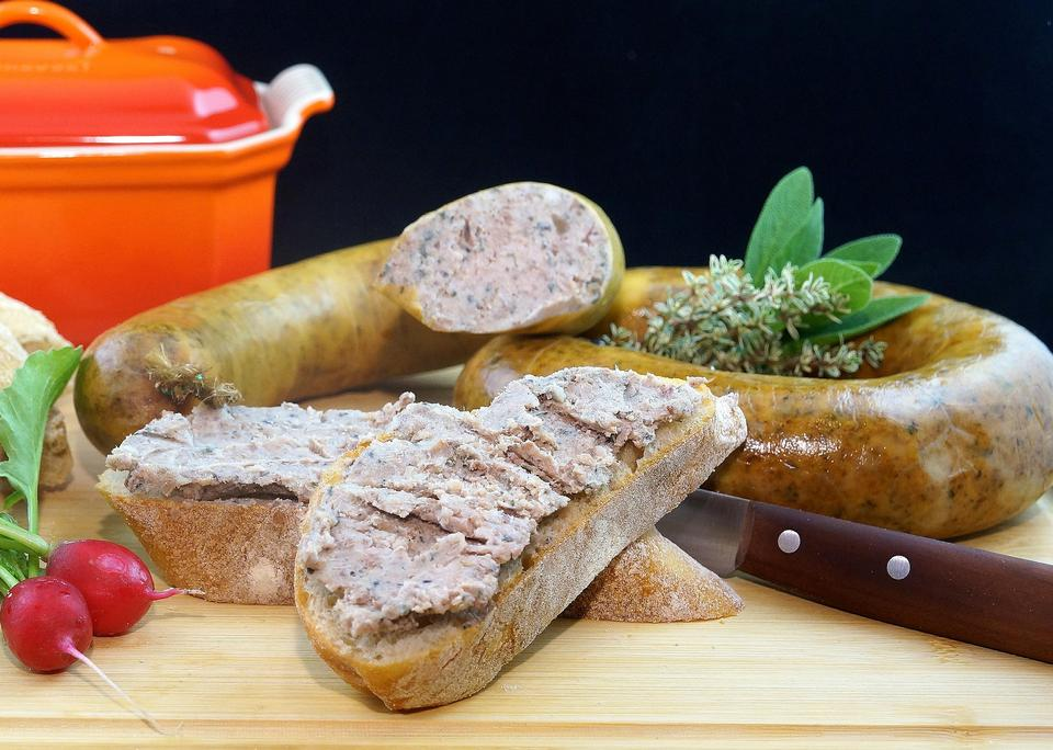 Raw sausage with bread