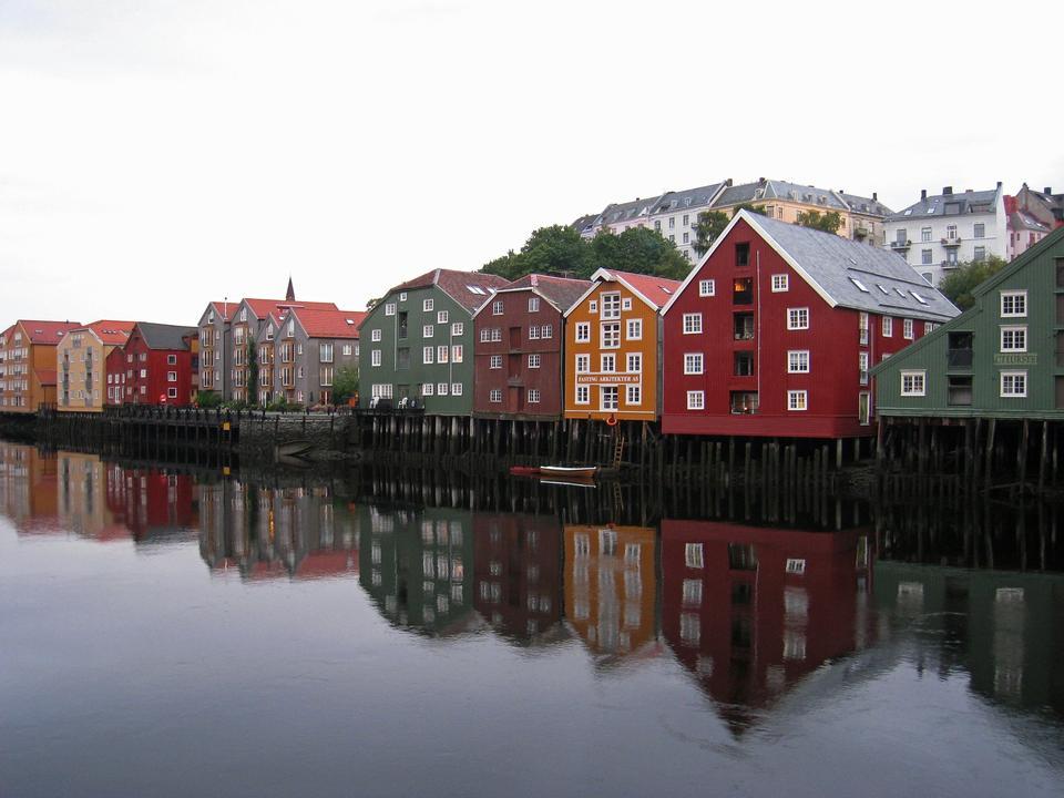 나무에 트론 트 하임의 도시, 노르웨이 강 건물