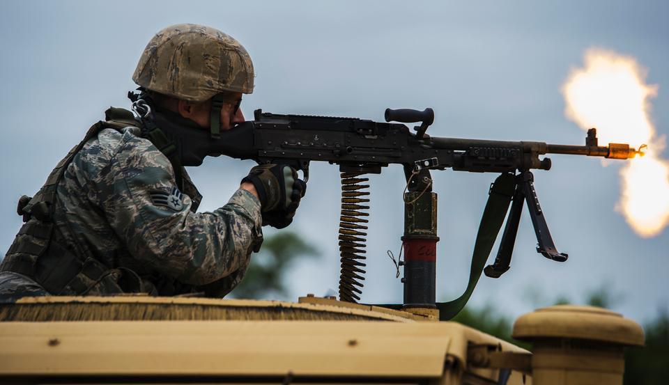 安全部隊飛行員參加戰鬥