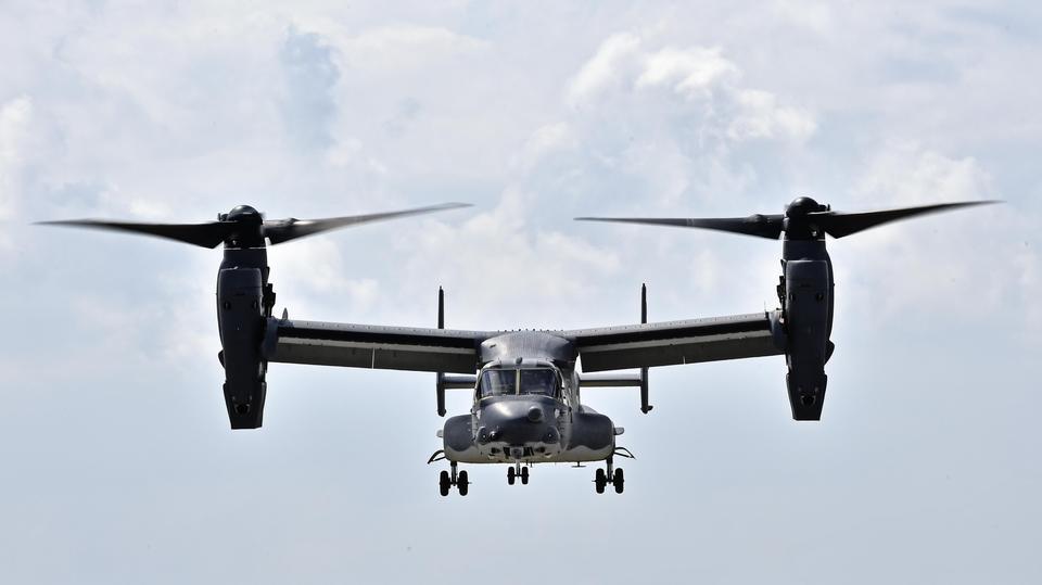 Un CV-22 Osprey se prepara para aterrizar
