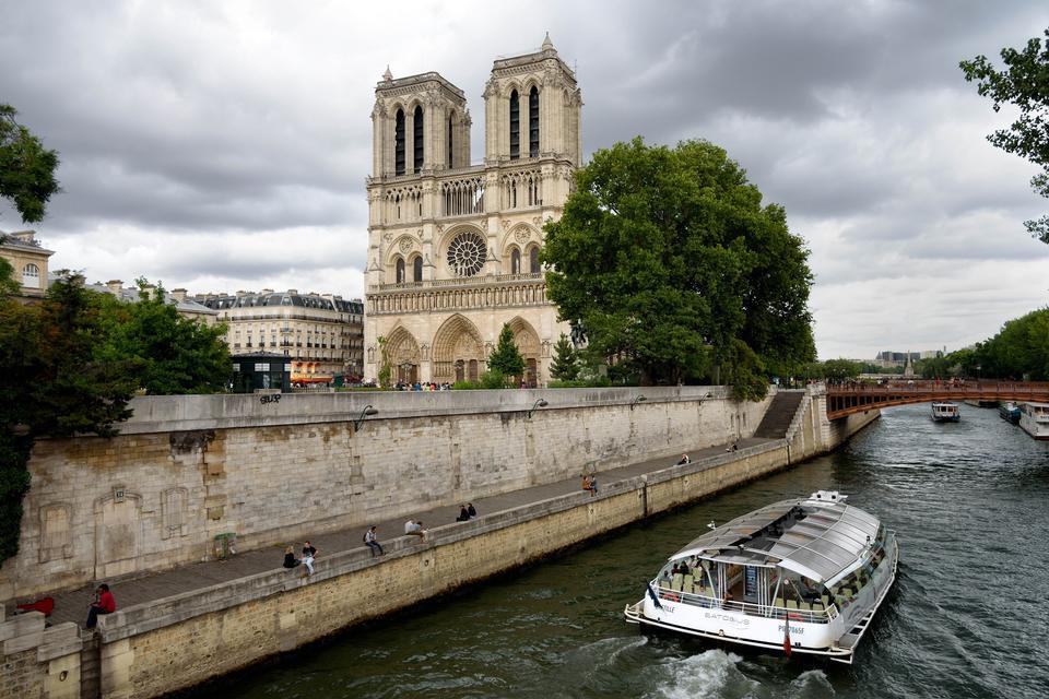 巴黎圣母院塞纳河巴黎大教堂江城