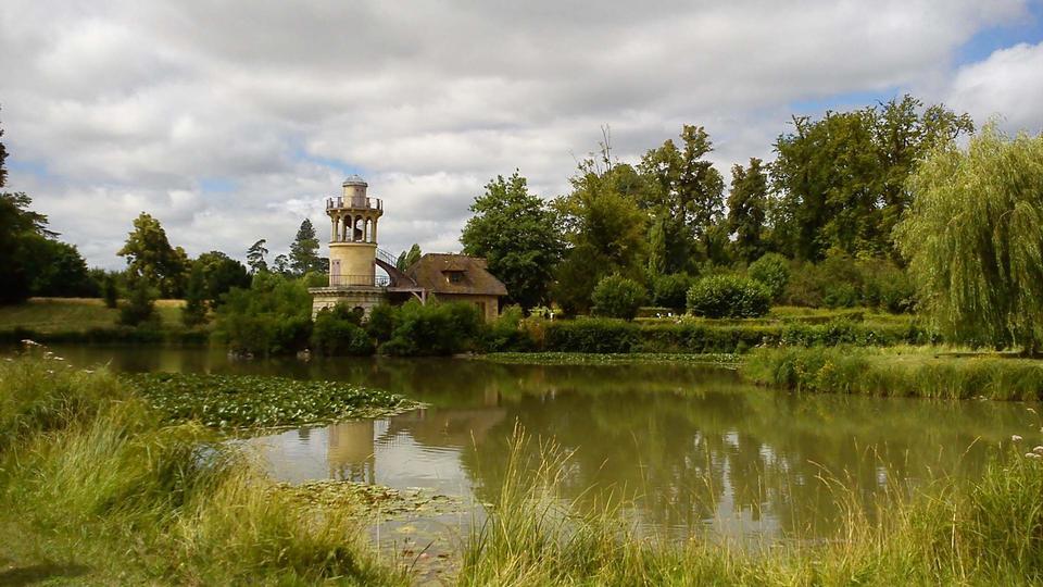 巴黎凡尔赛景观湖叶的反思