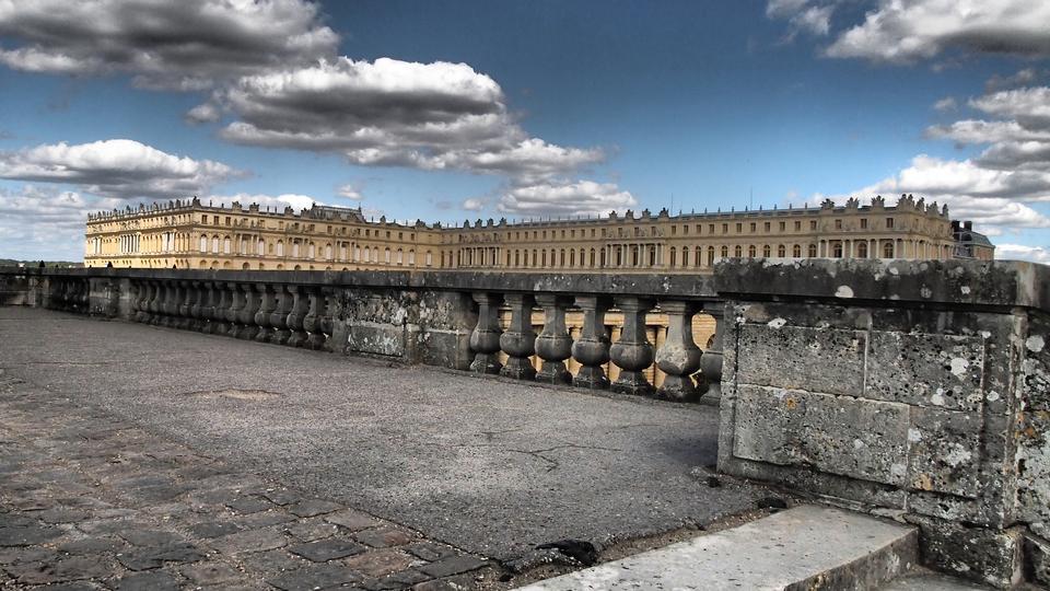 著名的凡尔赛宫之外的视图。
