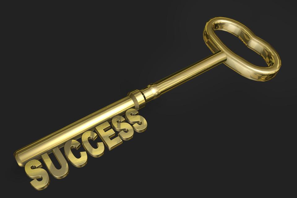 黄金万能钥匙被隔绝在黑色的背景
