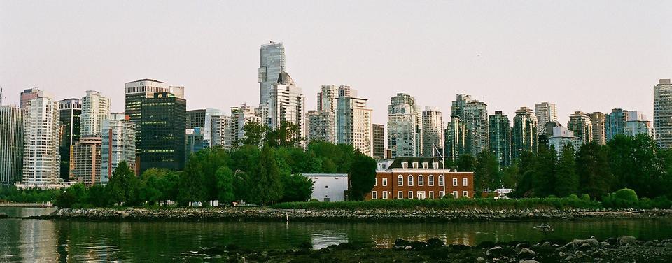 温哥华的公园和繁华的城市全景