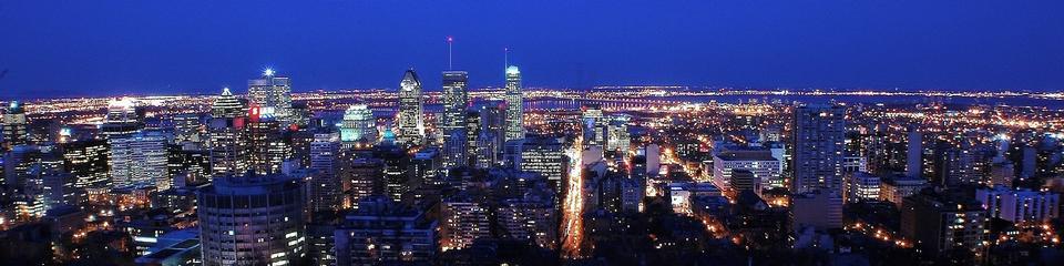 도시의 불빛과 도시 건물에 일몰 강 몬트리올