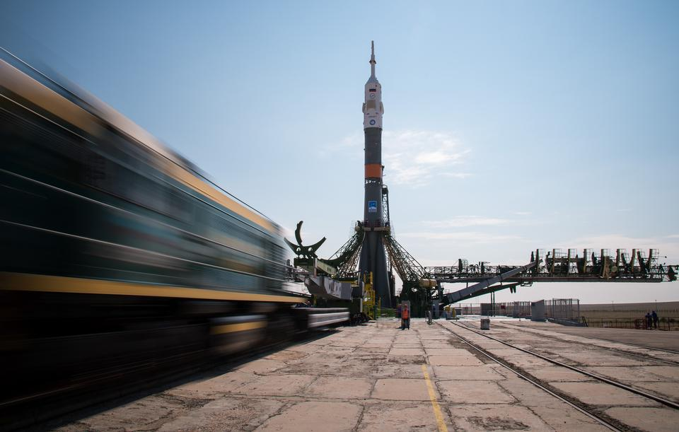 Expedition 48 Soyouz Rollout
