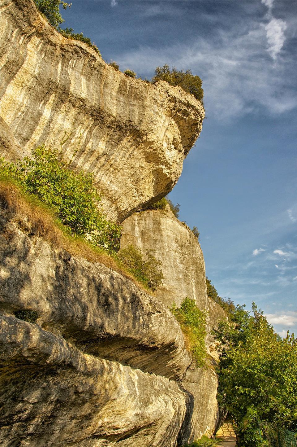 法國山懸崖天空雲樹植物
