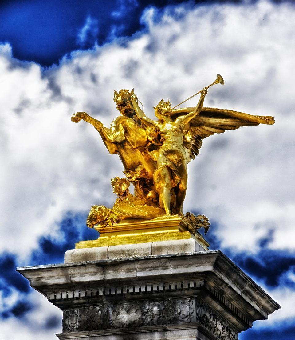 Parigi Francia scultura statua monumento Sky e Nuvole