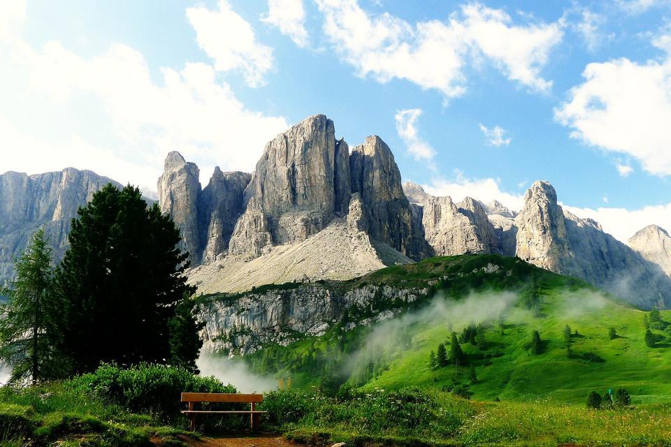 在南蒂罗尔,意大利Odle  - 盖斯勒组的高峰。