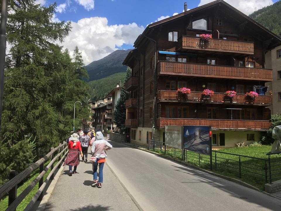 스위스 알프스 호른의 피크와 체르마트 마을