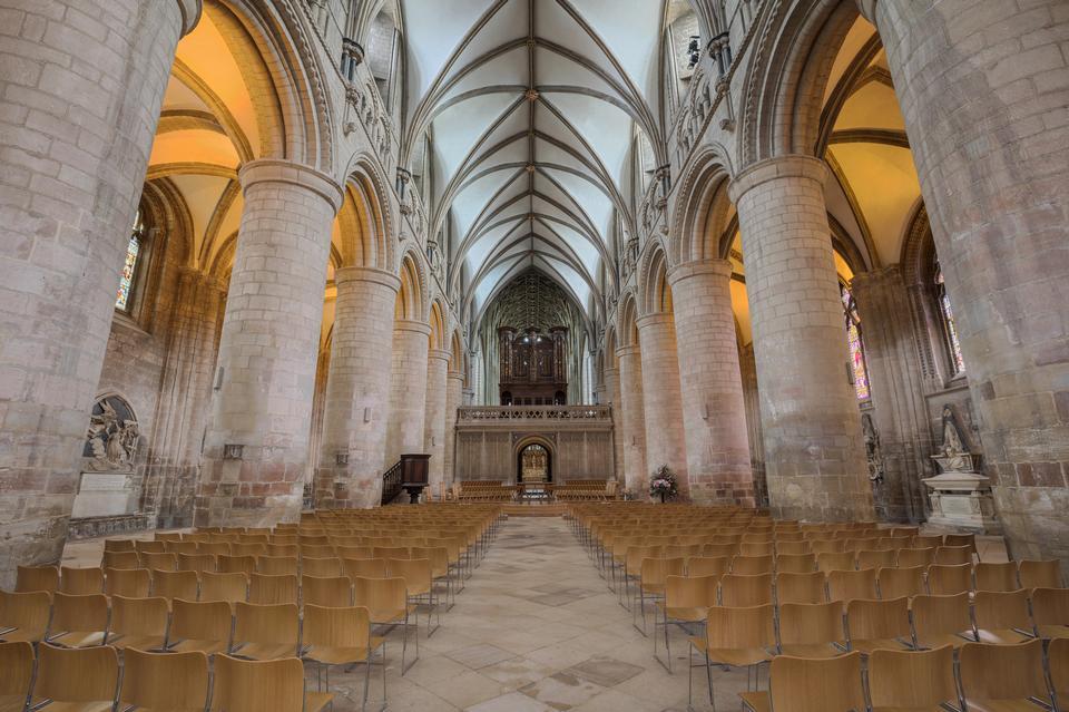 Intérieur du cloître de la cathédrale Église de Saint-Pierre