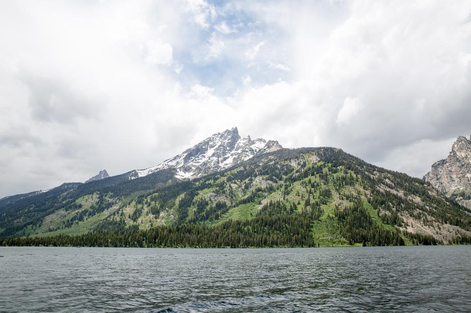 Vues des lacs Jenny et Jackson dans le parc Grand Teton