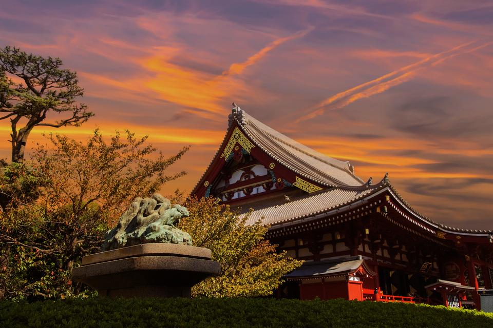 Tokio - templo de Sensoji-ji en la noche en Asakusa, Japón