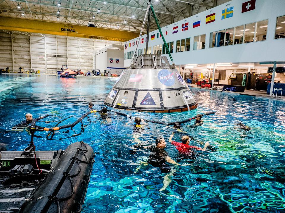 Praticando a recuperação de naves espaciais Orion