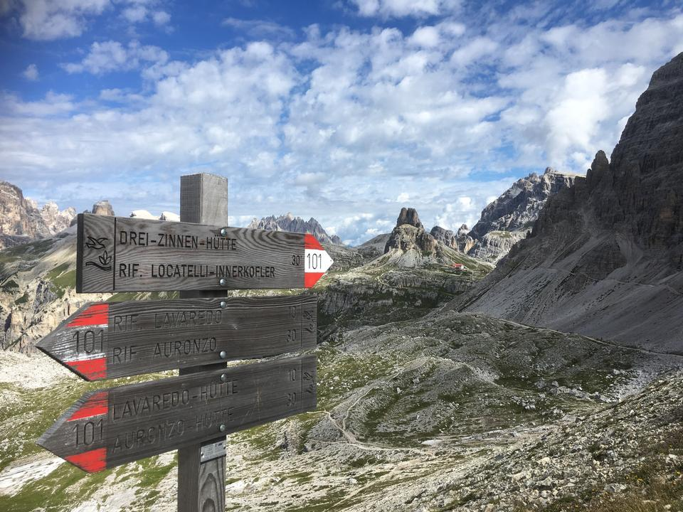 白塔在sudtirol,dolomiti,意大利