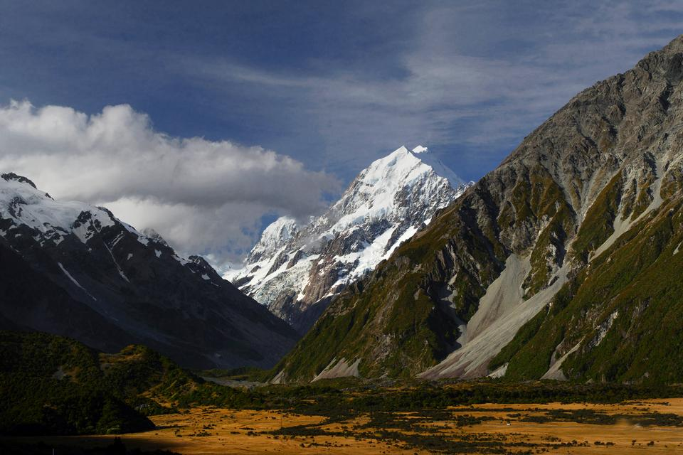Mount Cook and Hooker glacier lake at Aoraki Mount Cook