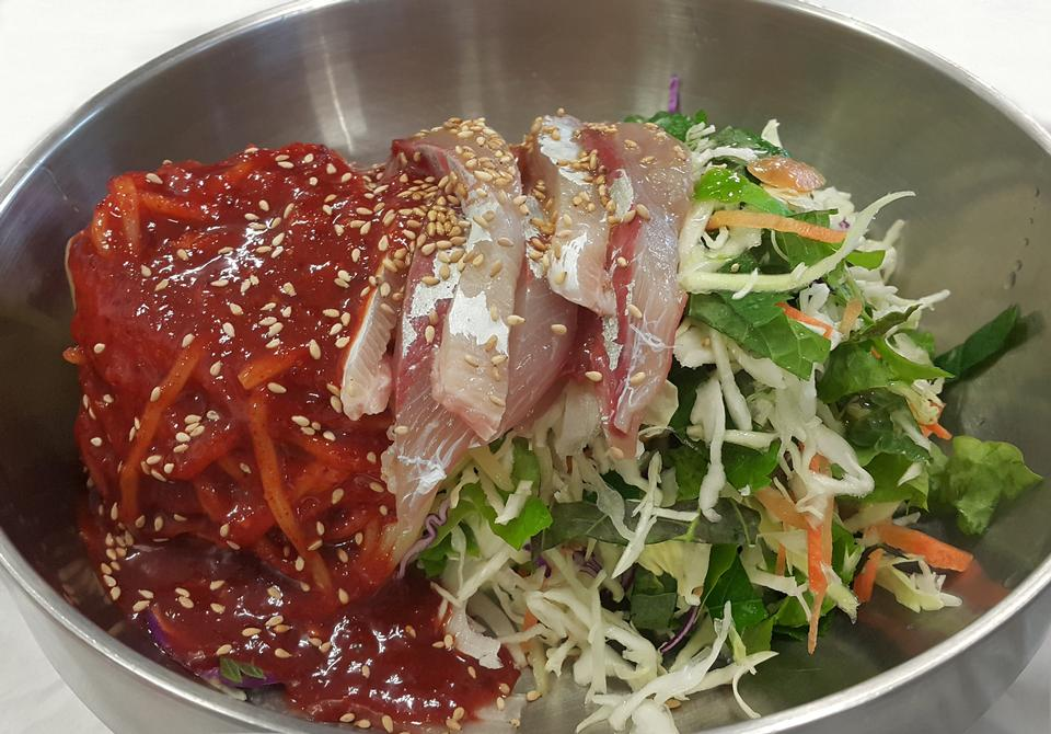 Comida coreana Sashimi Bibimbap