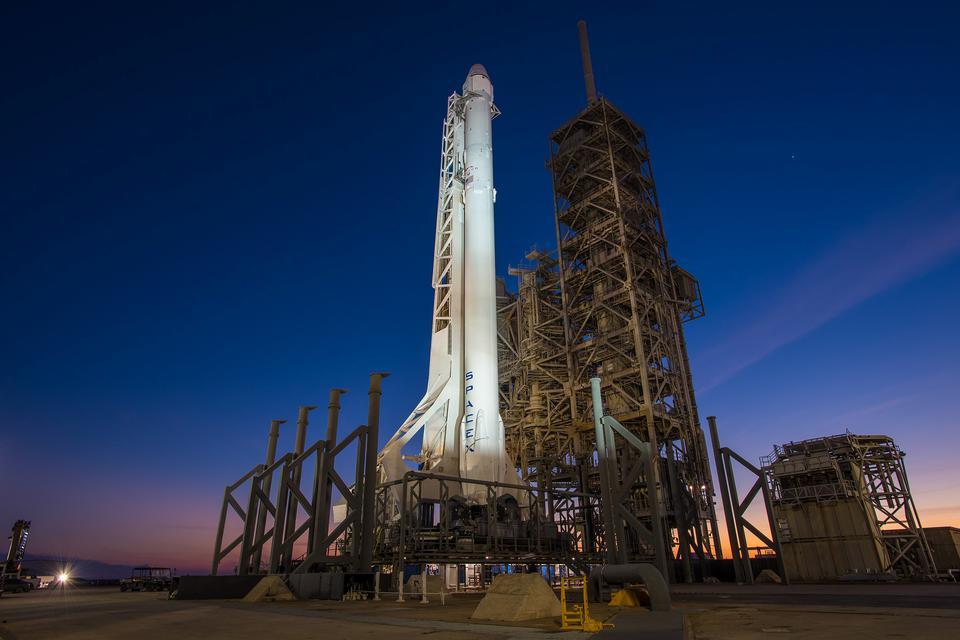 Falcon 9 Rocket With Dragon Spacecraft