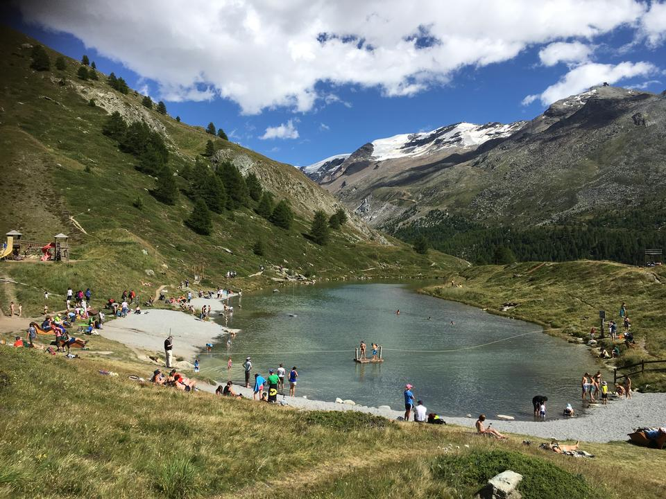 Matterhorn behind a beautiful lake
