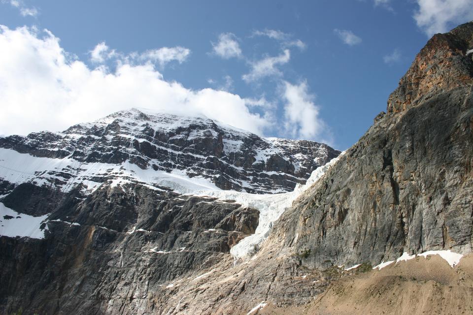 アルバータ州、カナダのマウントエディスキャベル山
