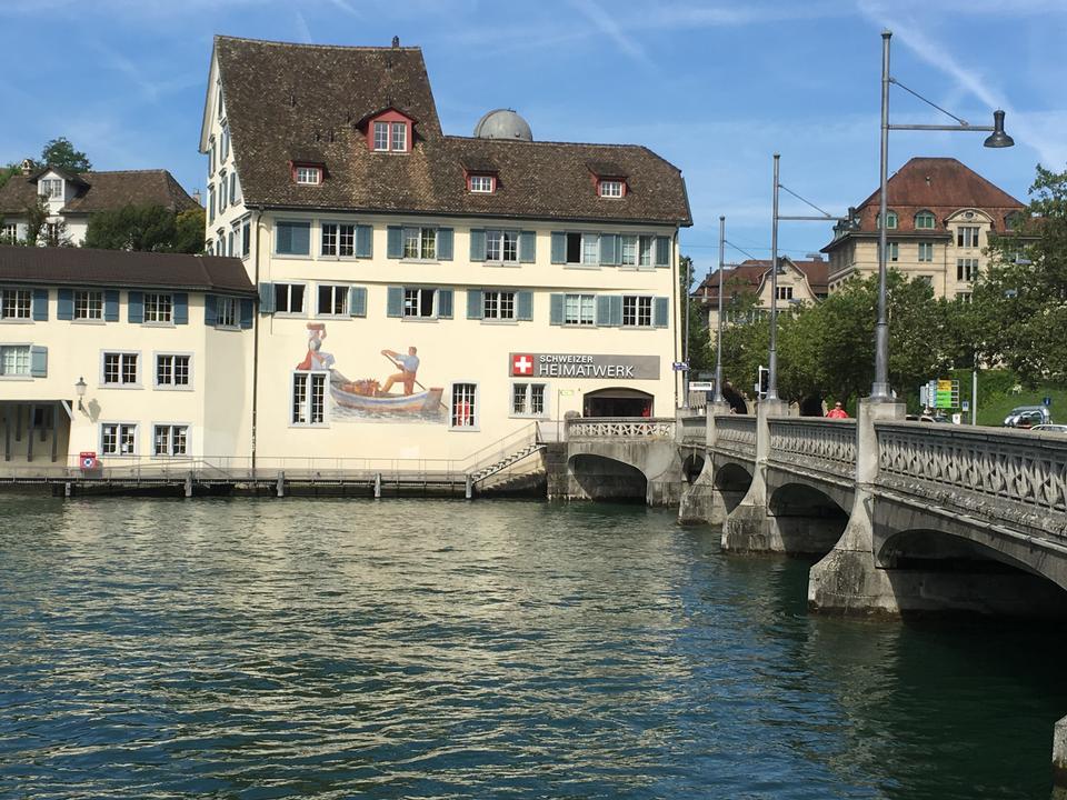 スイスのラウターブルンネンのメインストリート。