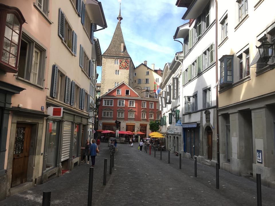 在瑞士勞特布龍嫩的主要街道。