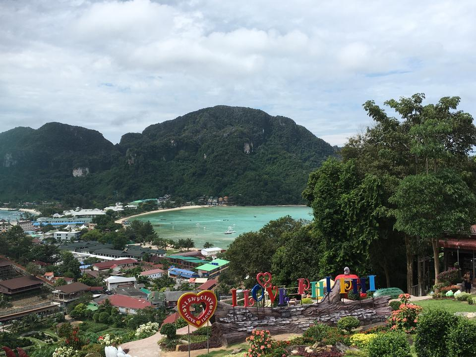Patong spiaggia tropicale in Phuket Thailandia