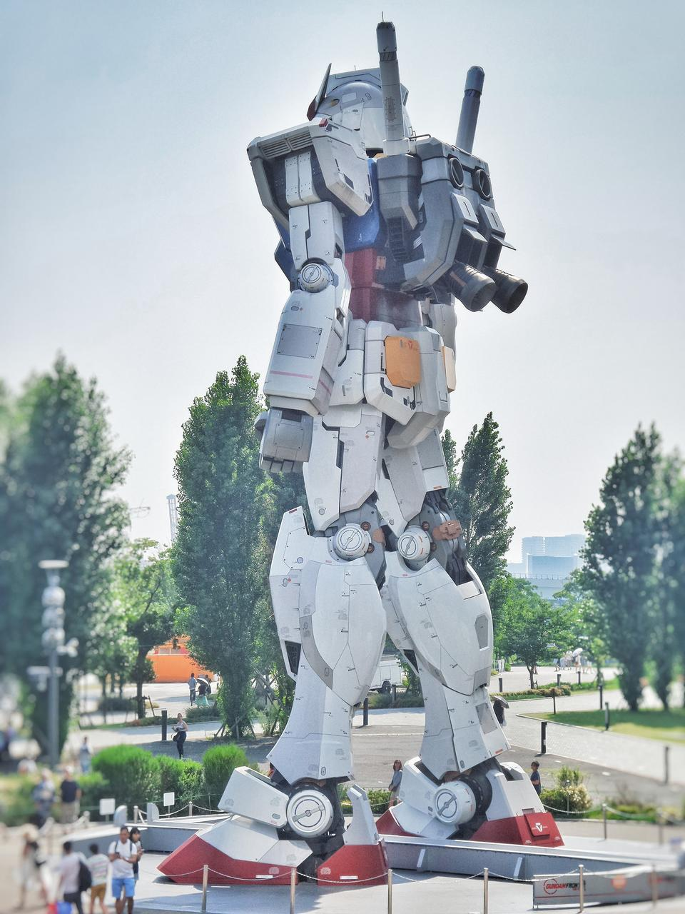 東京のダイバッティシティ東京プラザでのガンダム像