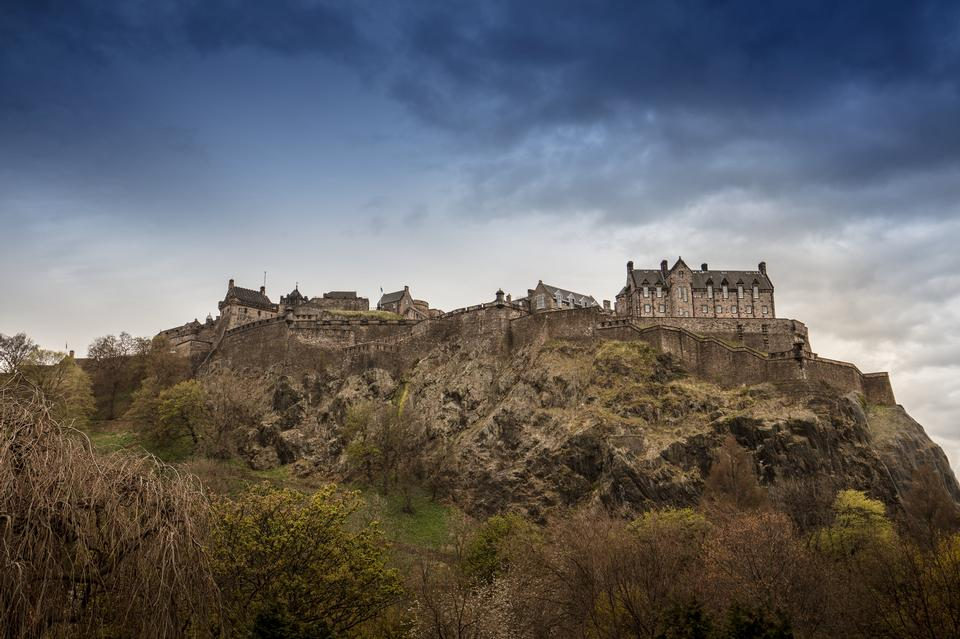 エジンバラ城、スコットランド、プリンセスストリートガーデンズから