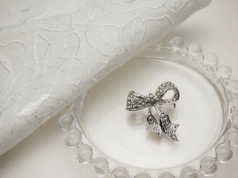 Ribbon Shaped Brooch