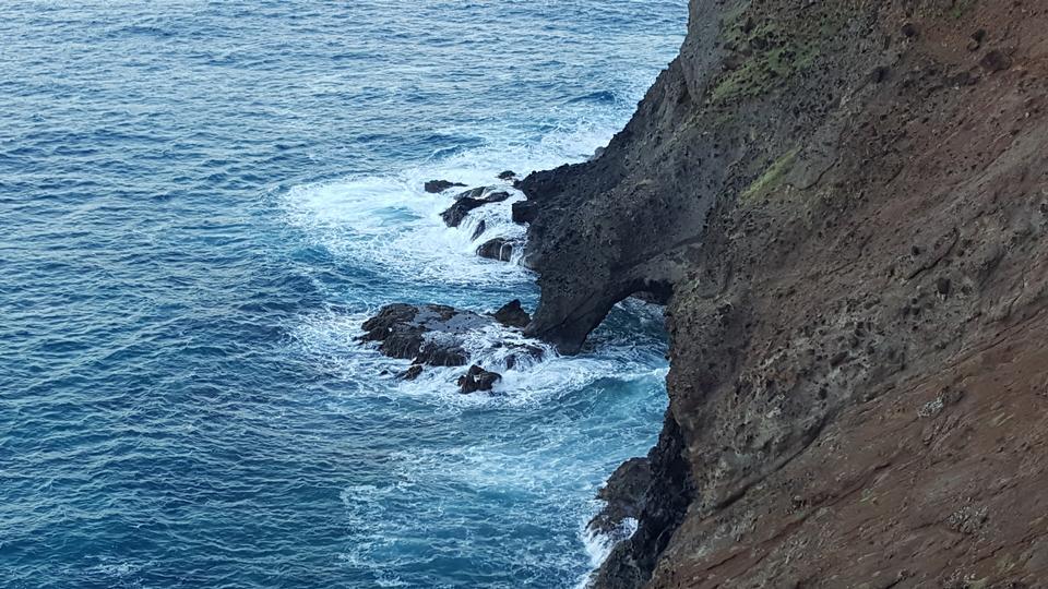 在夏威夷州考艾島的卡拉勞小徑上的海岸線
