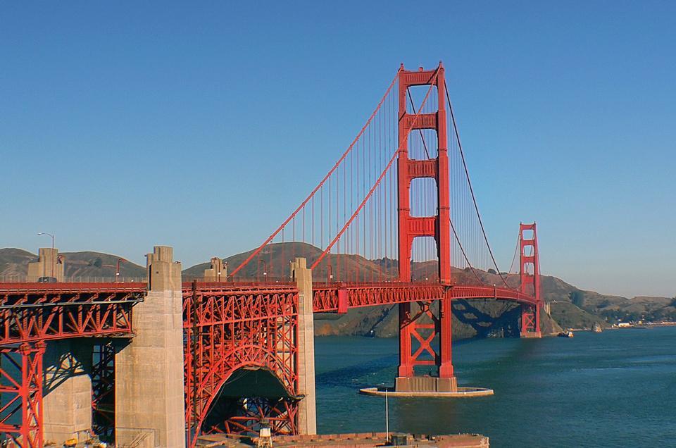 有名なゴールデンゲートブリッジ、サンフランシスコ